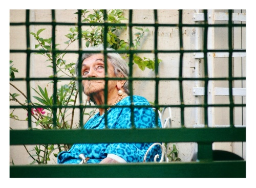 Every late afternoon my neighbour in Rome used to wear her best dress, pearl necklace and earrings that made her deep blue eyes shine even more. She sat on her rusty but elegant chair, waiting for the lady living on the other side of the street to come for a chat in the yard. She reminded me of my grandma waiting for her friends in the village to appear at the red gate that enclosed her long and narrow yard: Elda used to bring tomatoes from her farm, Pina always looked for a Crodino. We welcomed them in the veranda and chatted until mosquitos started to bite insistently: the time to go back inside and start preparing dinner.